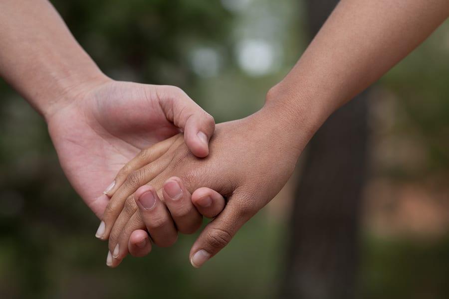 Resultado de imagem para holding hands