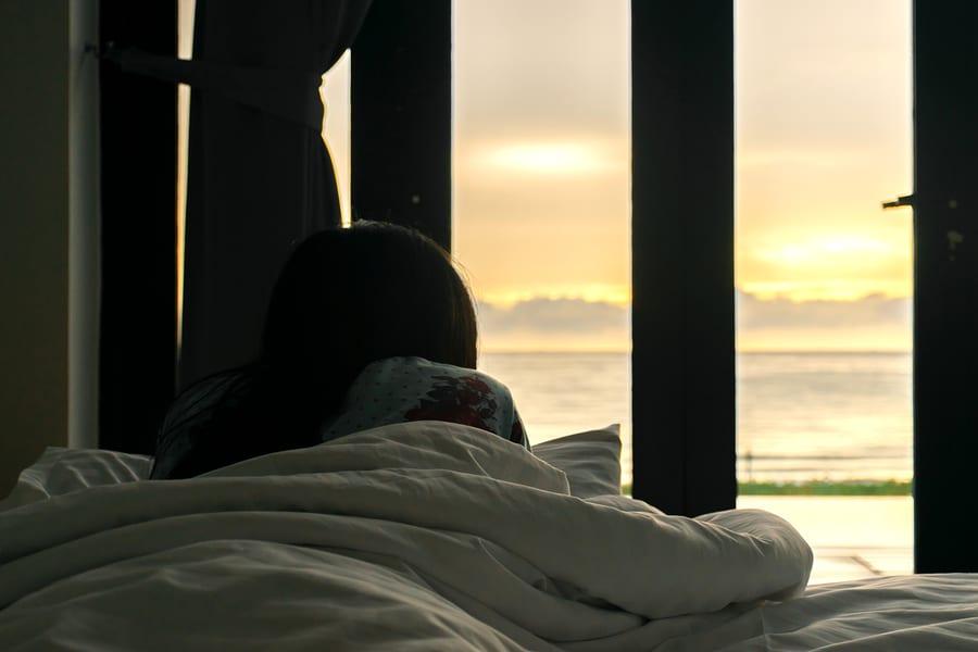 woman-sitting-at-luxury-rehab-watching-sunset
